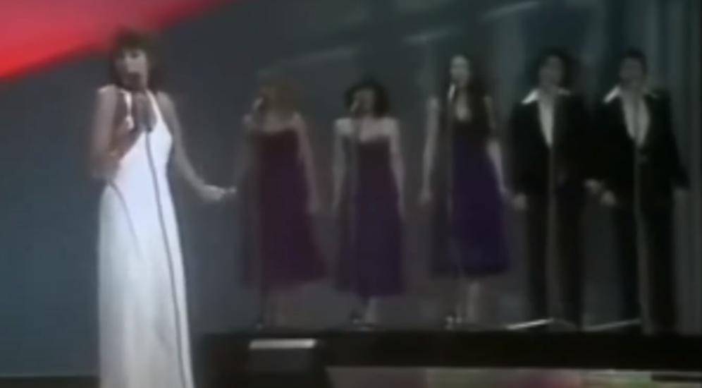 Ireen Sheer with three female and two male backing singers